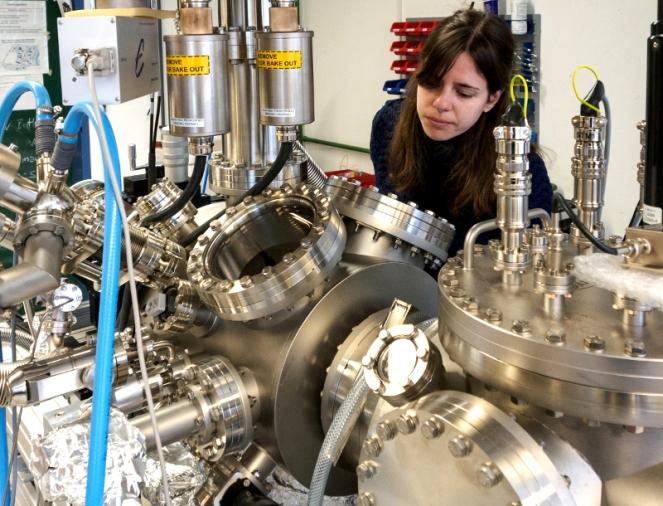 Dr. Manuela Garnica hace materiales de un átomo deespesor